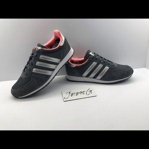Adidas women's sz 7 like new Gray/Pink